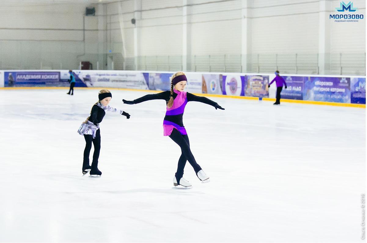 Где можно покататься на льду в Москве?